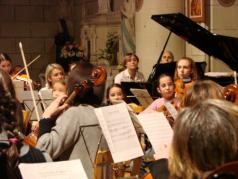 L' Orchestre de l' Ecole de Cordes du Loudunais, en Concert le Dimanche 12 décembre 2008 à la Collégiale Saint-Maurice de Martaizé  (10km de loudun, 55 km de Poitiers, 25 km de Chinon, 25 km de Thouars, 45 de Saumur, 50 km de Chatellerault.